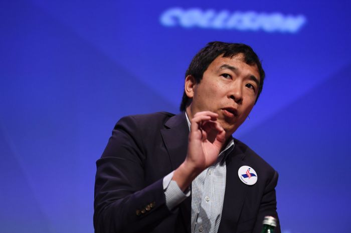 华裔企业家有望成美国民主党首场辩论黑马:主张每人每月发1000美元