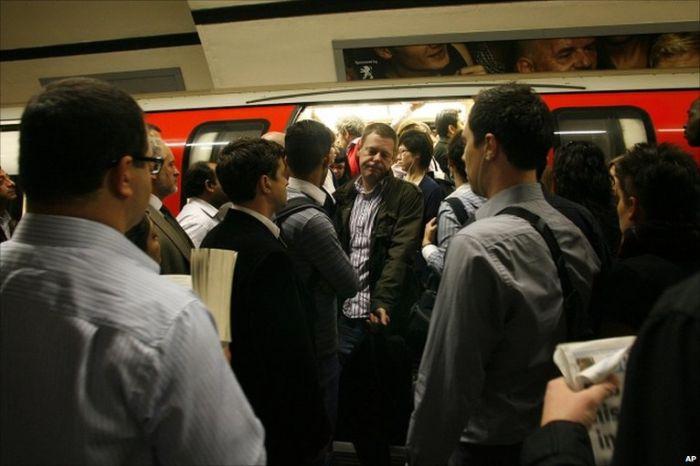 """伦敦地铁偷窃案激增80% 被捕小偷称""""这是脱欧前的最后机会"""""""
