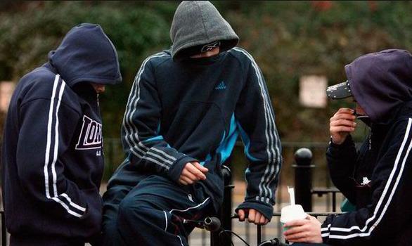 英国少年将6岁男童从泰特10楼扔下!这届青少年不行,谁之错?