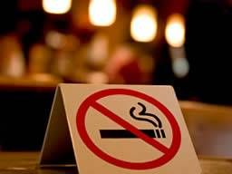 双语新闻:泰国控烟出新招 在家吸烟将视作家暴