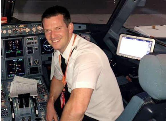 飞行员迟到,乘客直接上阵开飞机:着急去度假