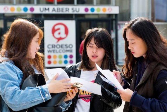 英媒:骗子盯上赴英求学的中国留学生