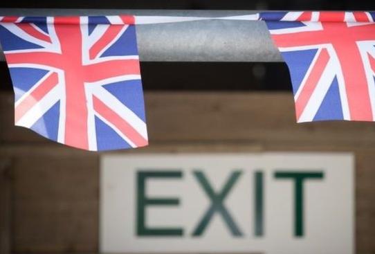 """英首相""""脱欧""""强硬路线泡汤,英镑积极反弹"""