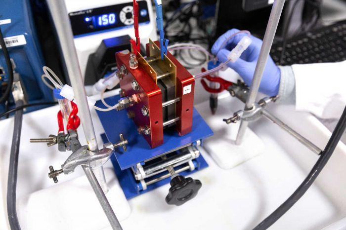 帝国理工华人科学家开发新一代储能电池技术