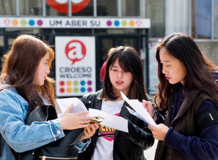 英大学为抢中国学生连抖音都用上了!还要引进中餐?
