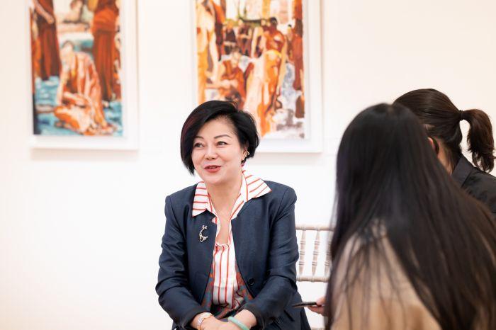 中国业余画家伦敦开个人首展:她笔下的西藏人文风貌独具魅力