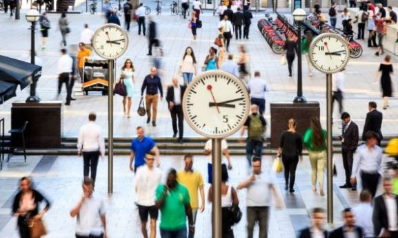 英国第三季度工资增长放缓,失业人数下降