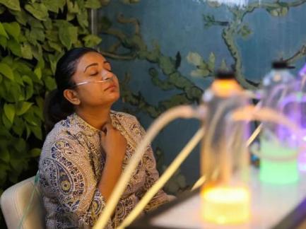 空气污染指数爆表,花钱吸氧的印度人越来越多