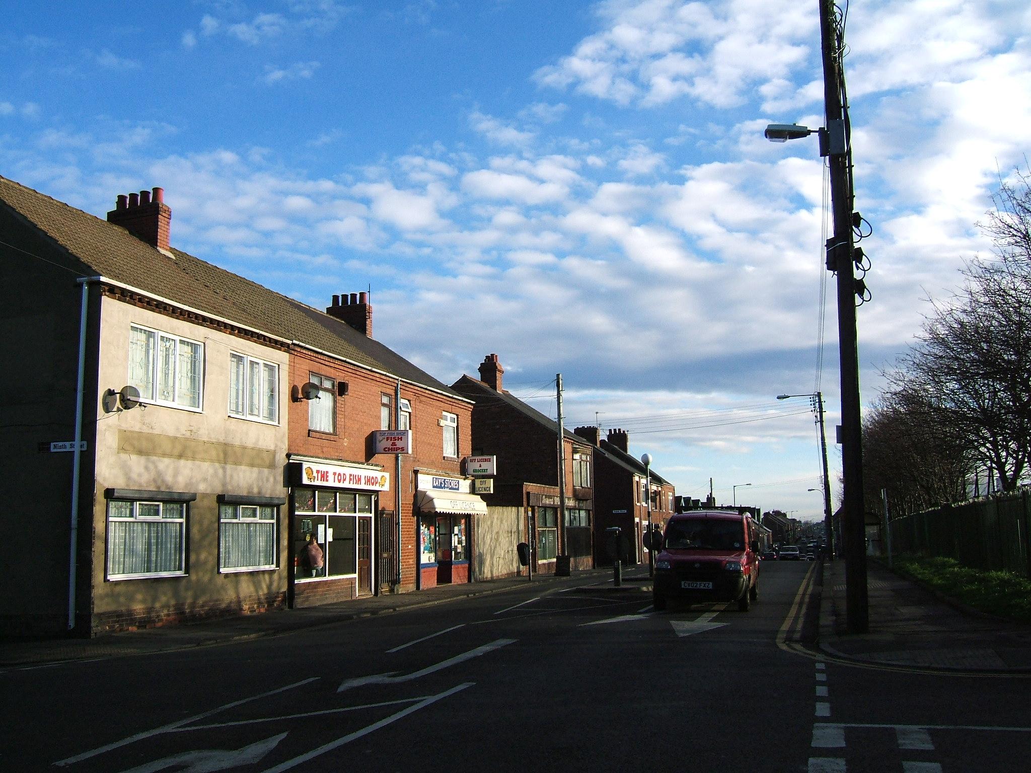 英国这个小镇能捡钱!是圣诞老人送的礼物?