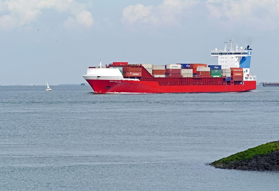 又一起!荷兰驶往英国货船25名偷渡者躲进冷藏集装箱