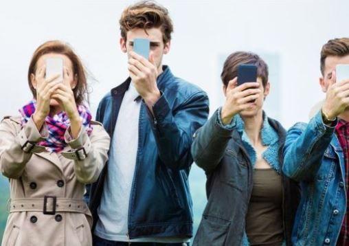 调查:1/4英国年轻人依赖智能手机,以致成瘾
