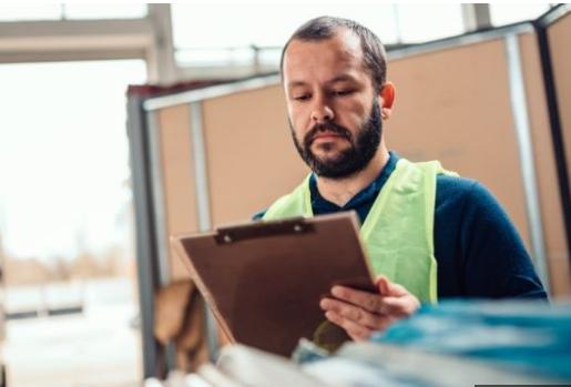 明年4月起英国最低时薪涨6.2%   企业:压力大