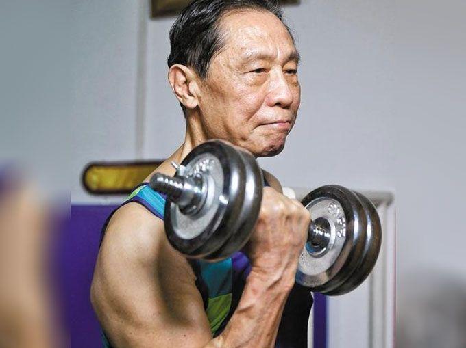 """面对疫情83岁的钟南山""""挂帅出征"""",网友:看不出来"""