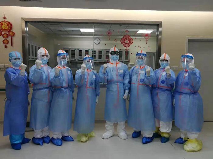 武汉医护人员家人:每天为他们担惊受怕,只盼平安归来