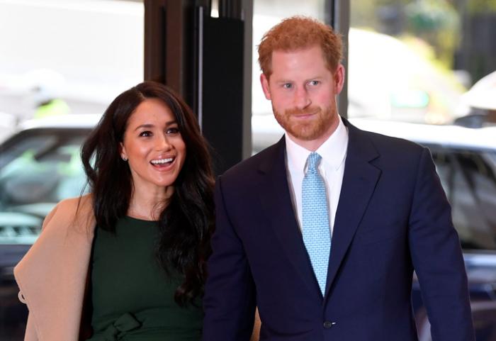 """英女王禁止哈里梅根用""""王室""""之名赚钱?事情没这么简单"""