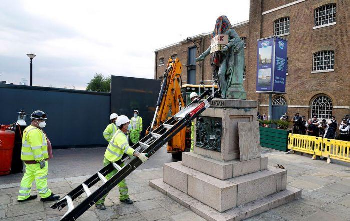美国非裔之死引发英国清算殖民史!狂拆雕像能洗白?