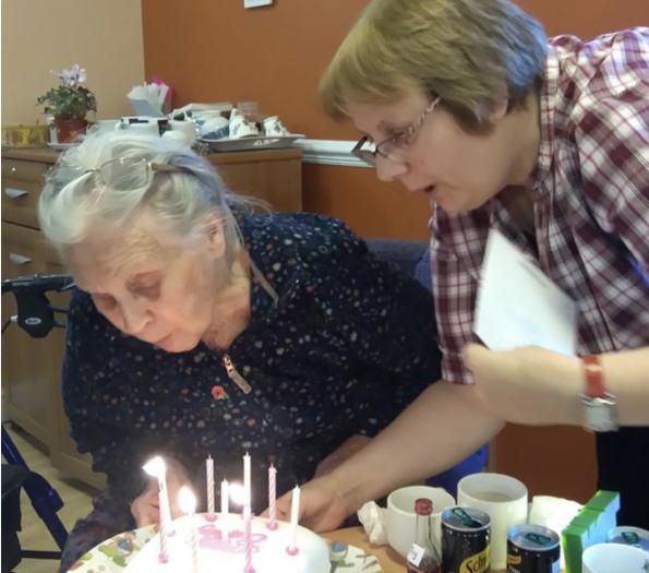 命大!飞机失事、乳腺癌后幸存的99岁英国老人,如今再次战胜新冠肺炎