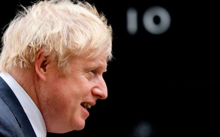 英国新三级封锁政策再添变数,约翰逊让步?党内数百议员反对,后院起火