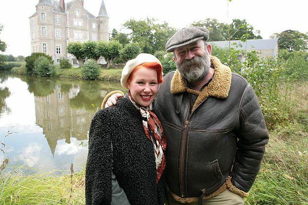 英国夫妇爆改法国古堡走红,却突然人设坍塌?只因犯了这个职场大忌!