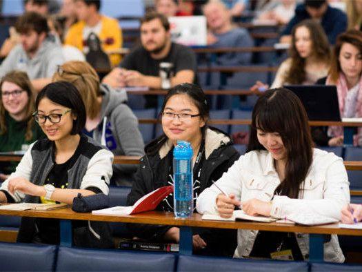 中国学生申请英大学人数首超欧盟!大学入学难,英媒甩锅留学生?